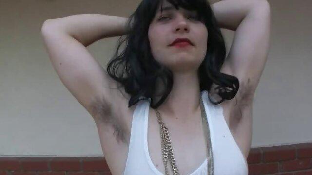 Trans filme pornô nacional gratuito fode um homem no vestiário do ginásio.